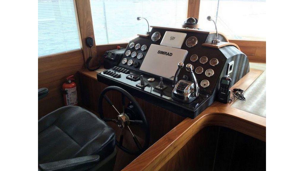 Pilothouse Trawler Motor Yacht (18)