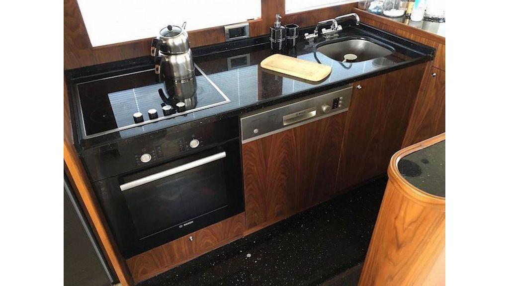 Pilothouse Trawler Motor Yacht (20)