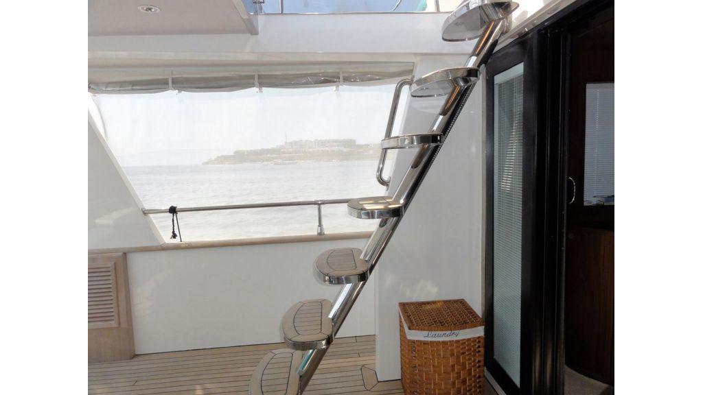 Pilothouse Trawler Motor Yacht (3)