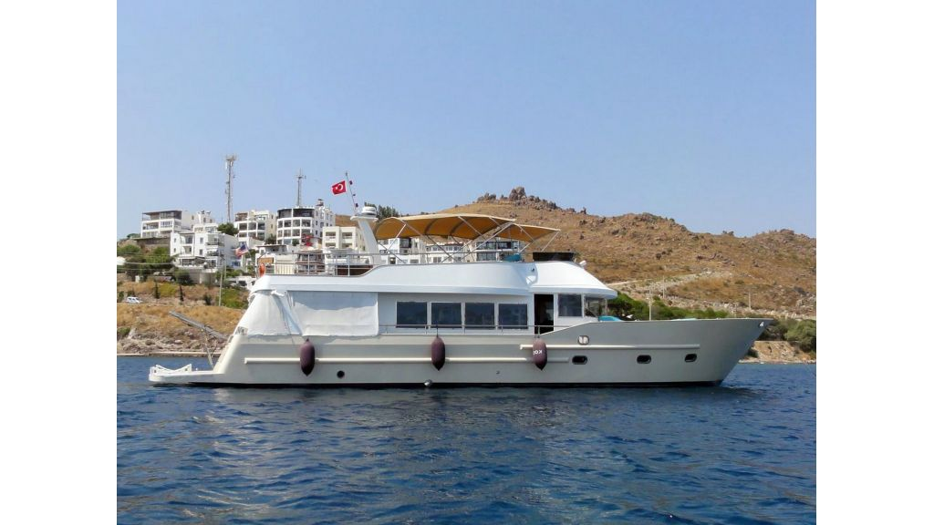 Pilothouse Trawler Motor Yacht (34)