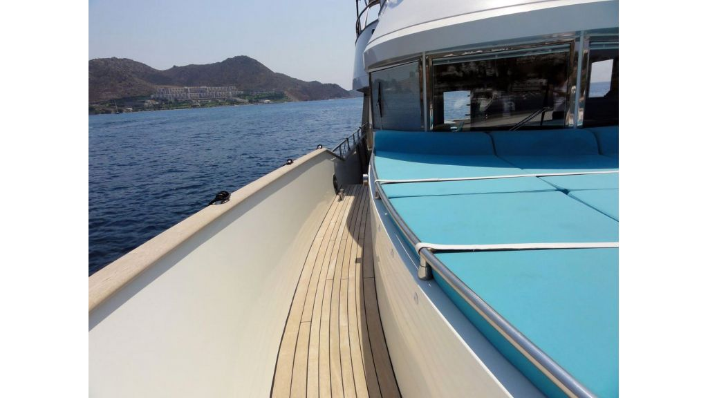 Pilothouse Trawler Motor Yacht (8)