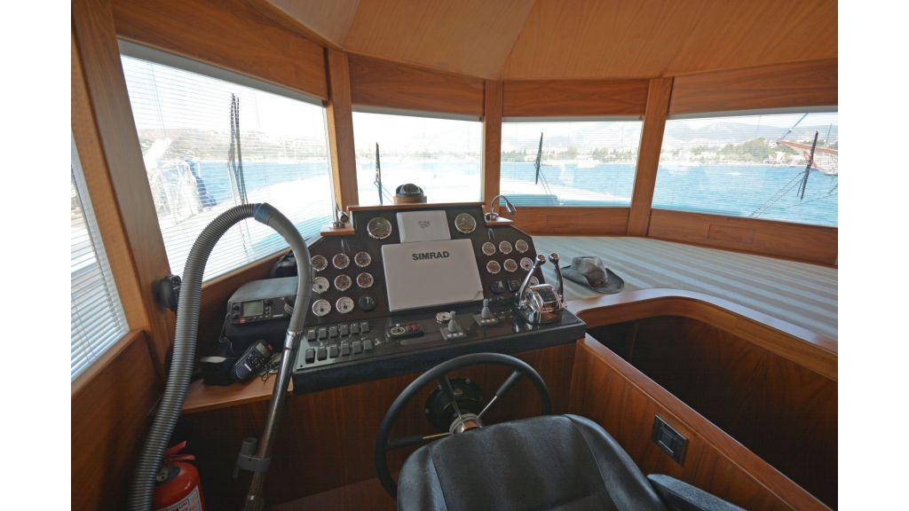 Pilothouse Trawler Motoryacht (2)