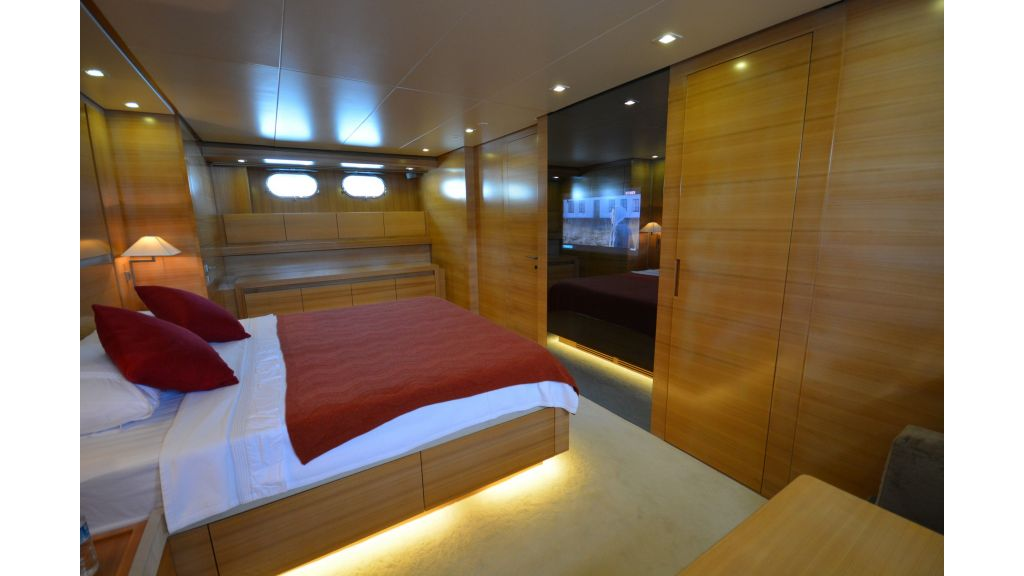 Sanlorenzo 100ft Motor Yacht (11)