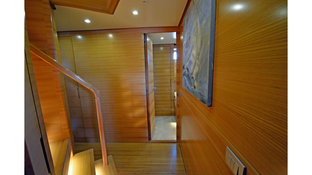 Sanlorenzo 100ft Motor Yacht (15)