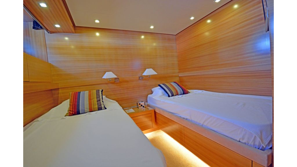Sanlorenzo 100ft Motor Yacht (19)