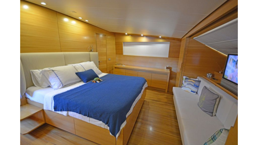 Sanlorenzo 100ft Motor Yacht (2)