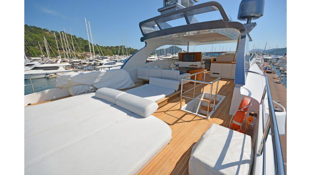Sanlorenzo 100ft Motor Yacht (24)