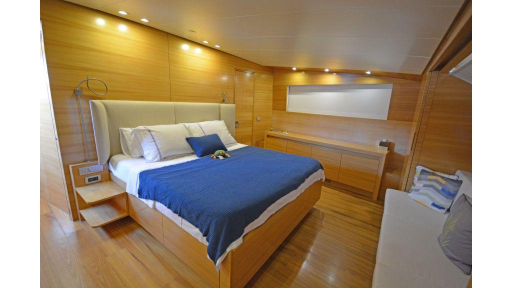 Sanlorenzo 100ft Motor Yacht (3)