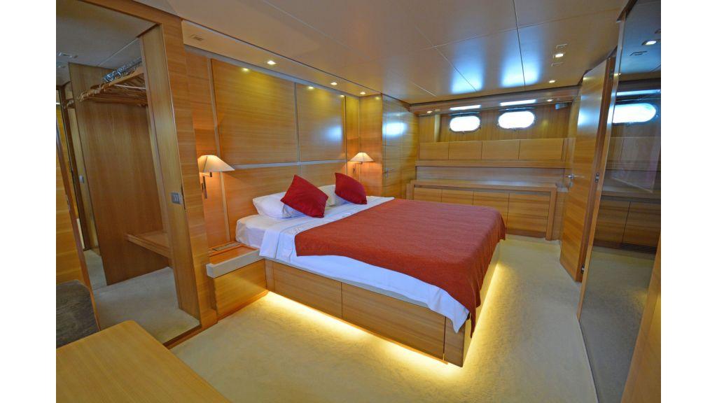 Sanlorenzo 100ft Motor Yacht (5)