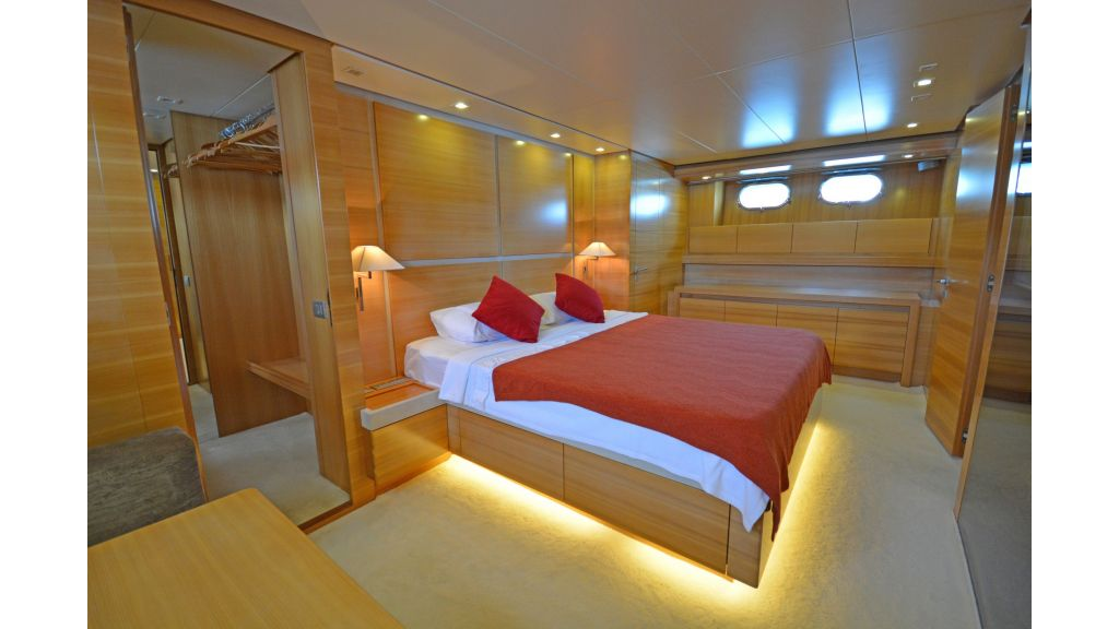 Sanlorenzo 100ft Motor Yacht (6)