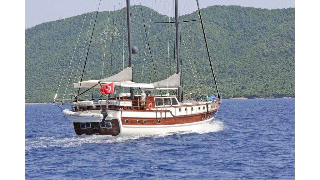 Zeynos Clasic Turkish Transom Gulet (1)
