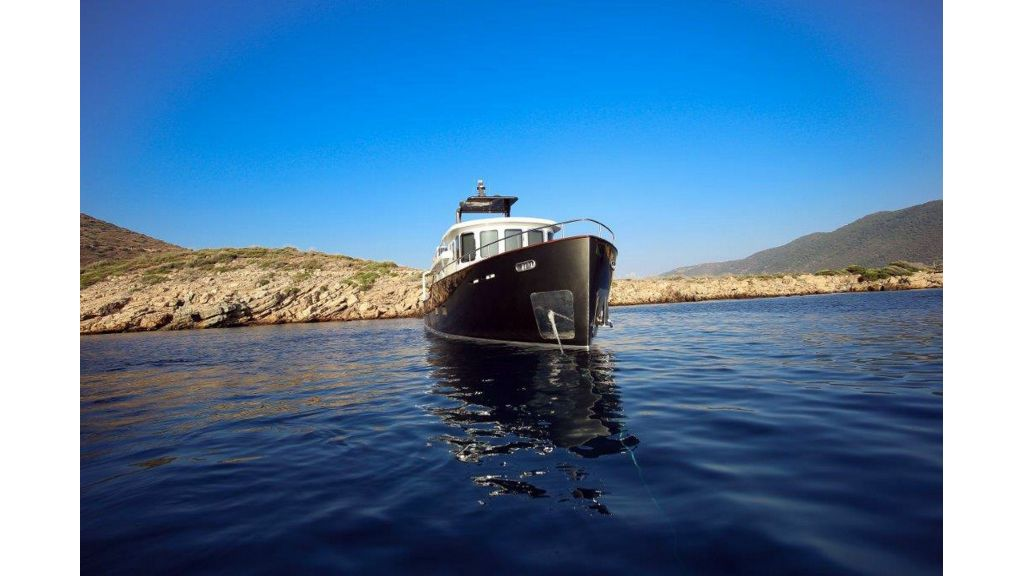 Custom Built Trawler (59)