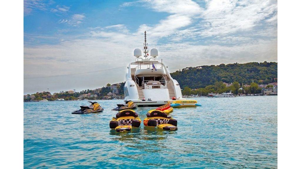 Isa Motor Yacht (15)