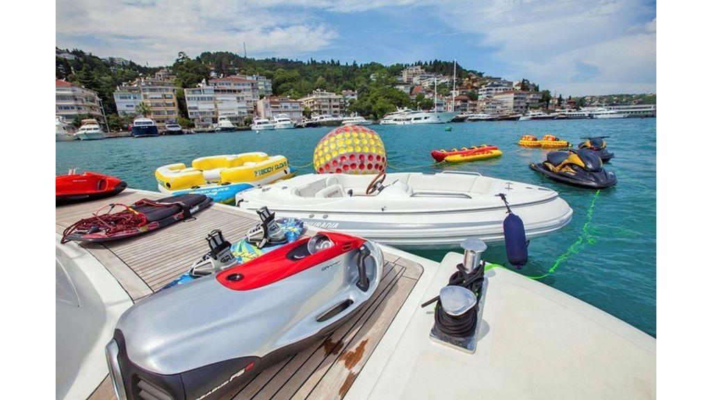 Isa Motor Yacht (18)