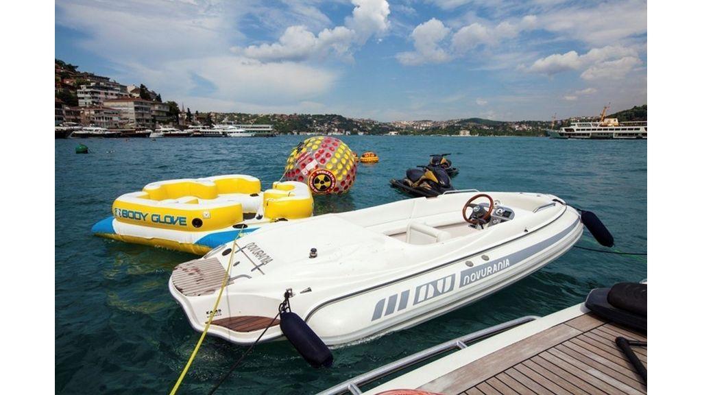 Isa Motor Yacht (31)