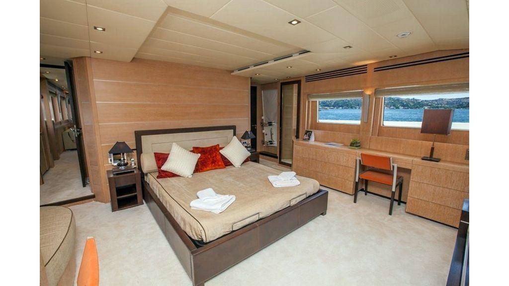 Isa Motor Yacht (7)