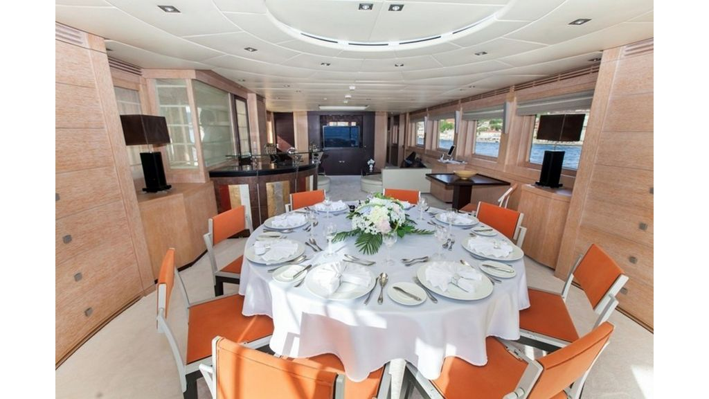 Isa Motor Yacht (8)