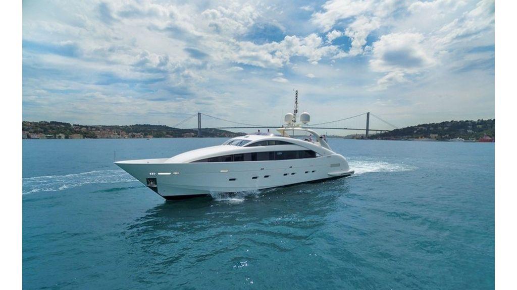Isa Motor Yacht