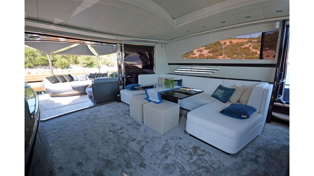 Pershing 88 For Charter (57)