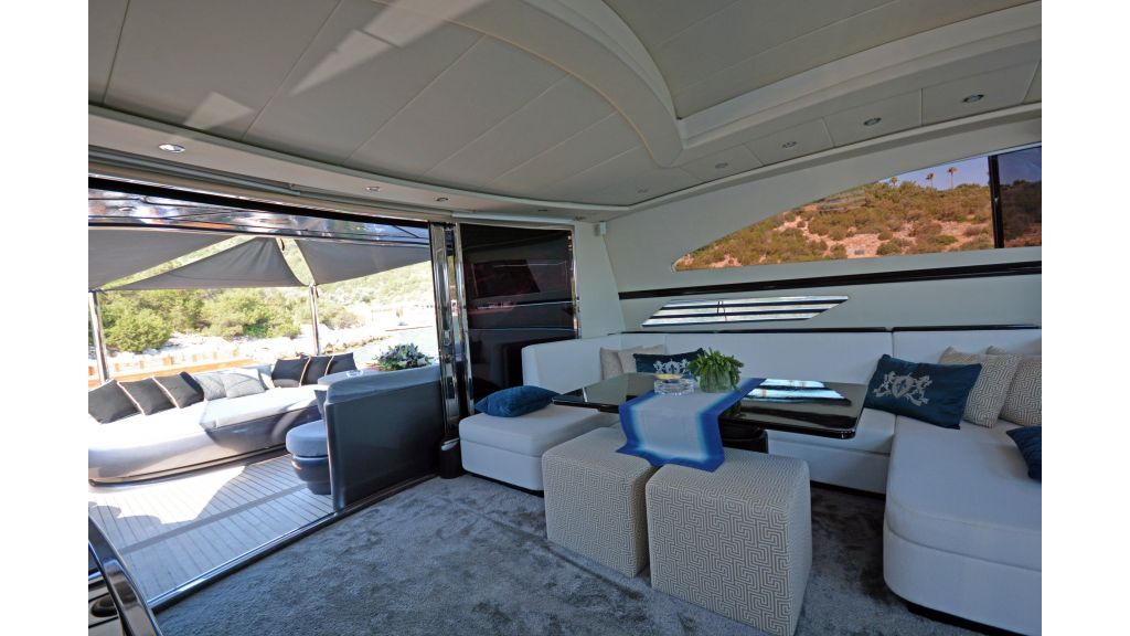Pershing 88 For Charter (59)