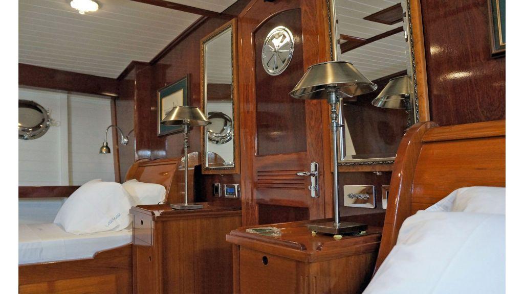 Larimar-Classic-Motoryacht-(12)
