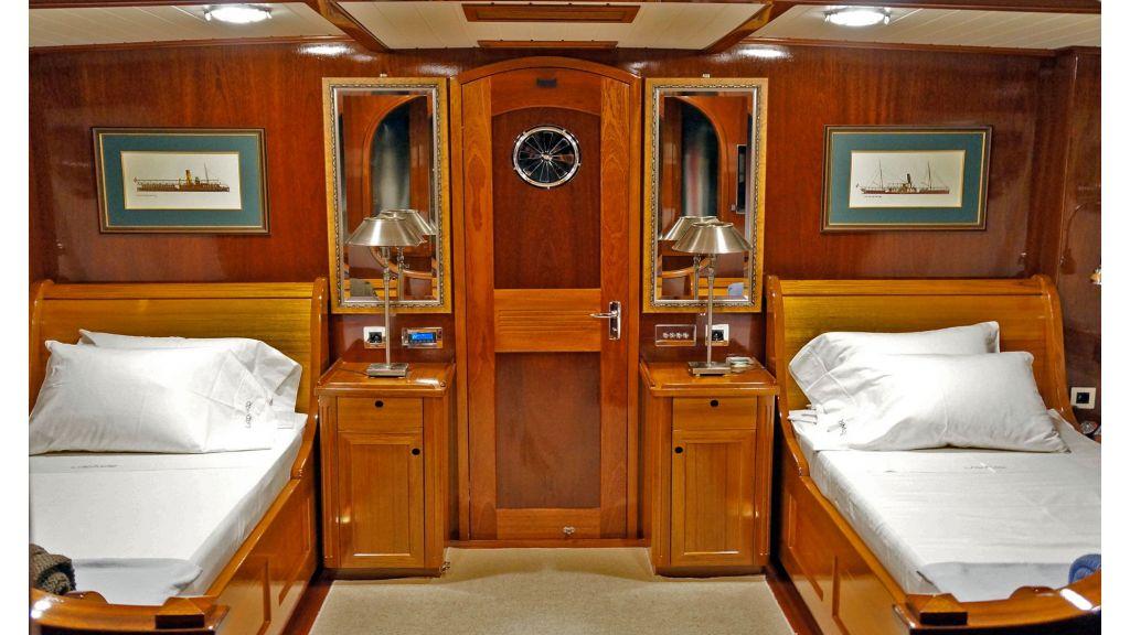 Larimar-Classic-Motoryacht-(13)