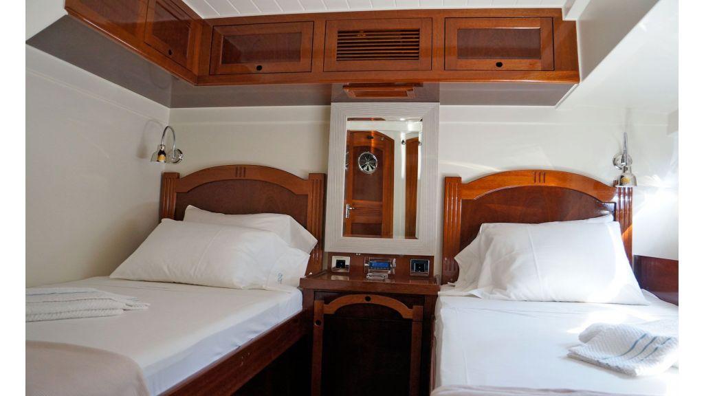 Larimar-Classic-Motoryacht-(14)