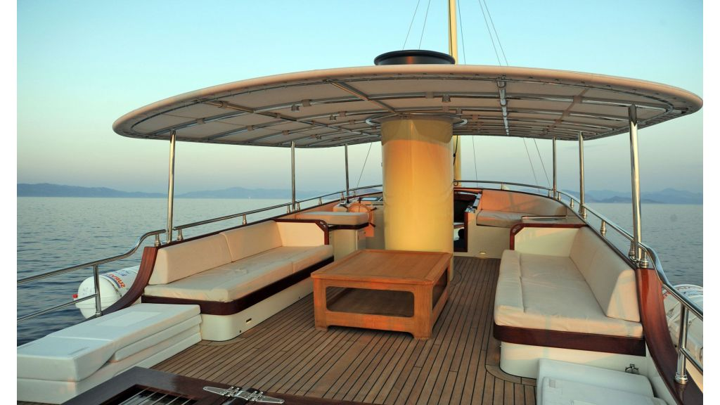 Larimar-Classic-Motoryacht-(6)
