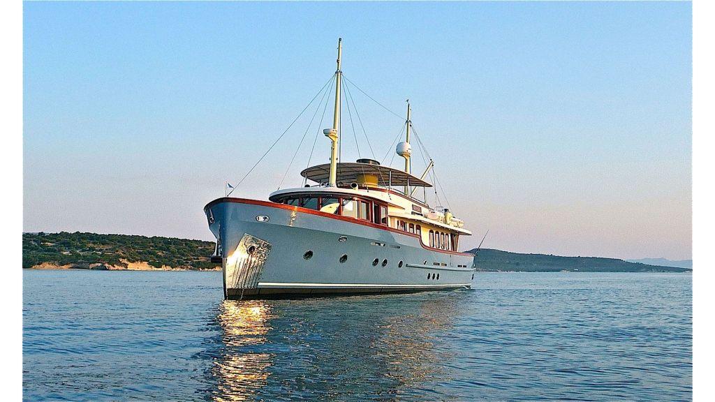 Larimar-Classic-Motoryacht-(9)
