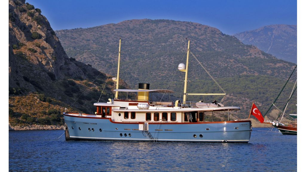 Larimar-Classic-Motoryacht master
