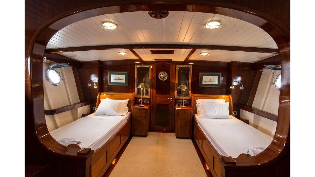 Larimar Motor Yacht (1)