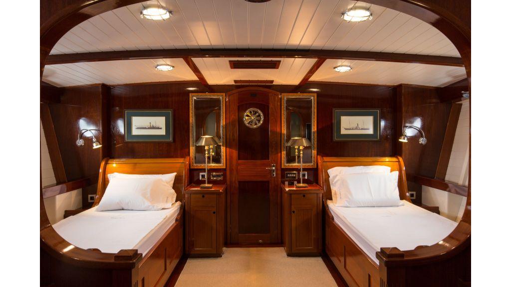 Larimar Motor Yacht (2)