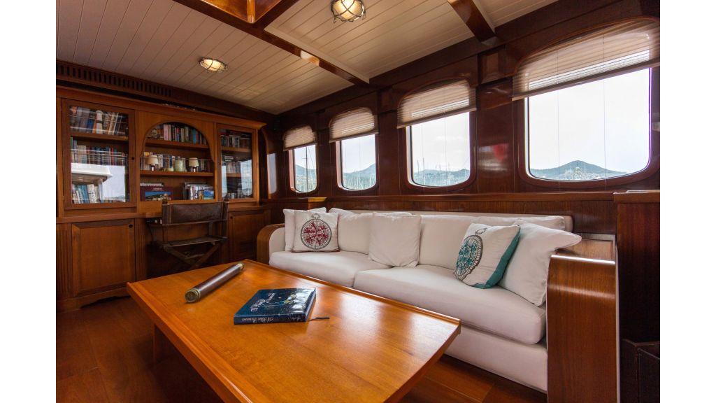 Larimar Motor Yacht (21)