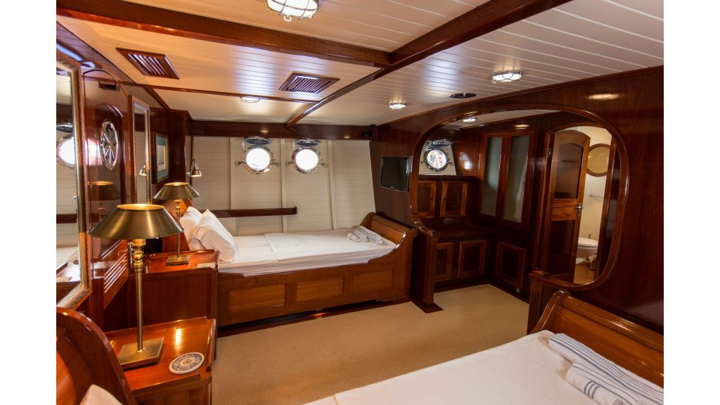 Larimar Motor Yacht (6)