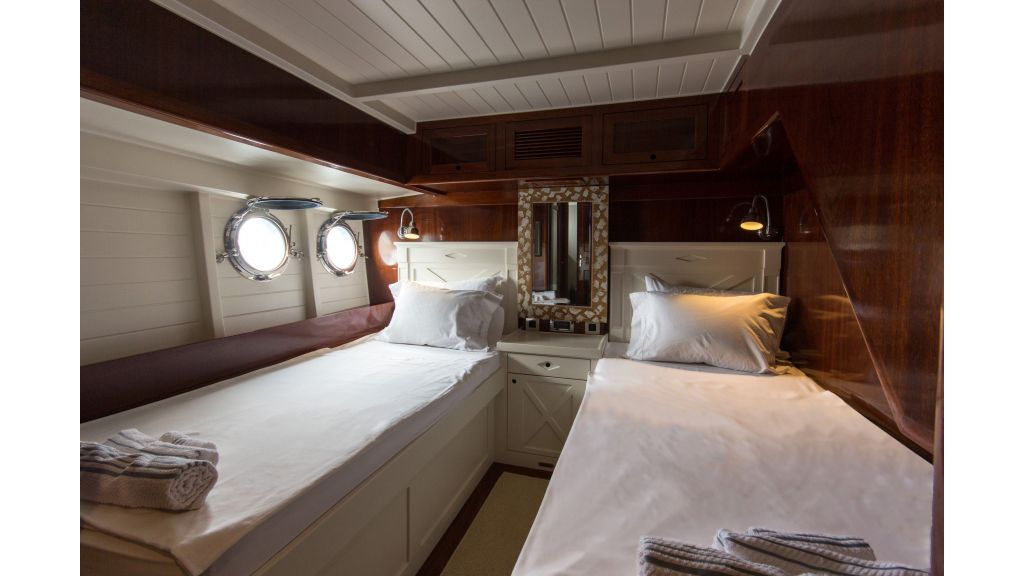 Larimar Motor Yacht (8)