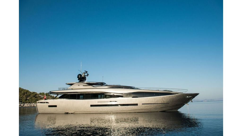 FX Motor Yacht (16)