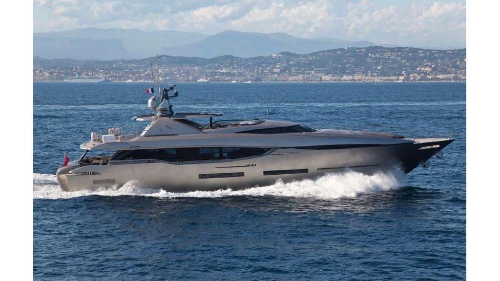 FX Motor Yacht (24)