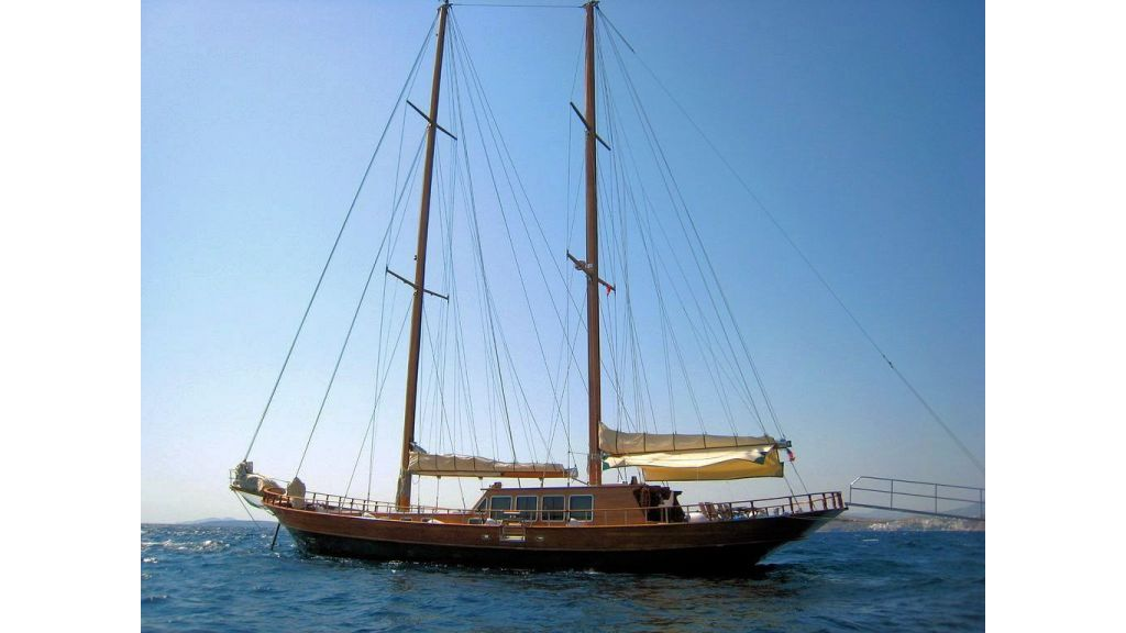 Steel Hull Ketch Rigged (1)