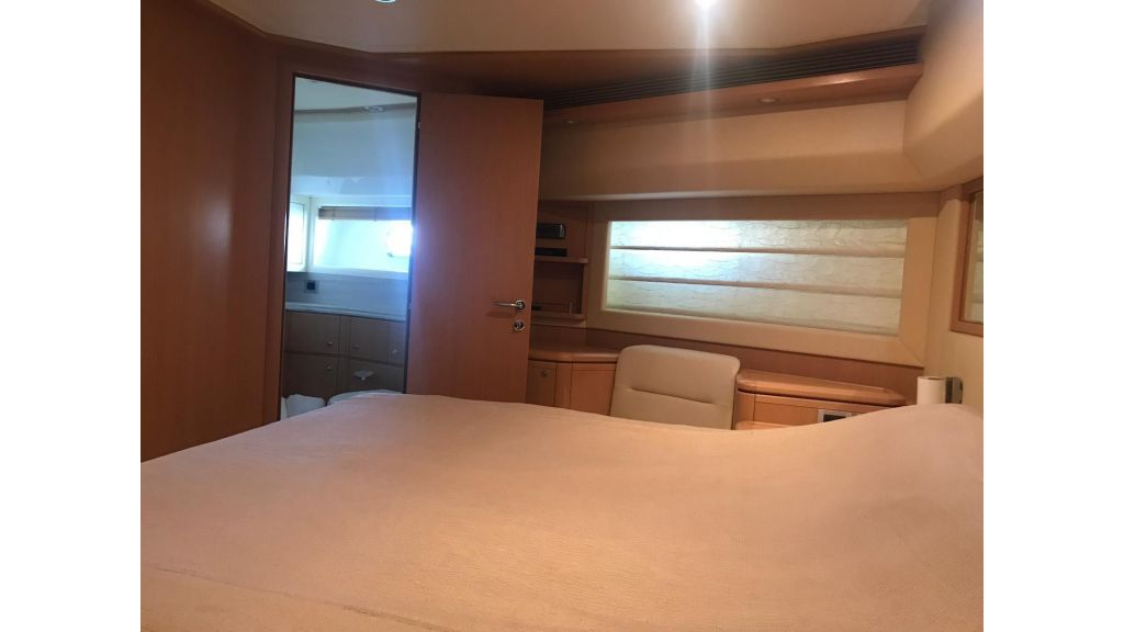 Ferretti 881 For Sale (18)