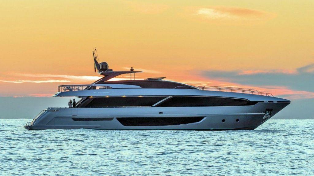 Riva 100 Corsaro motor Yacht (1)