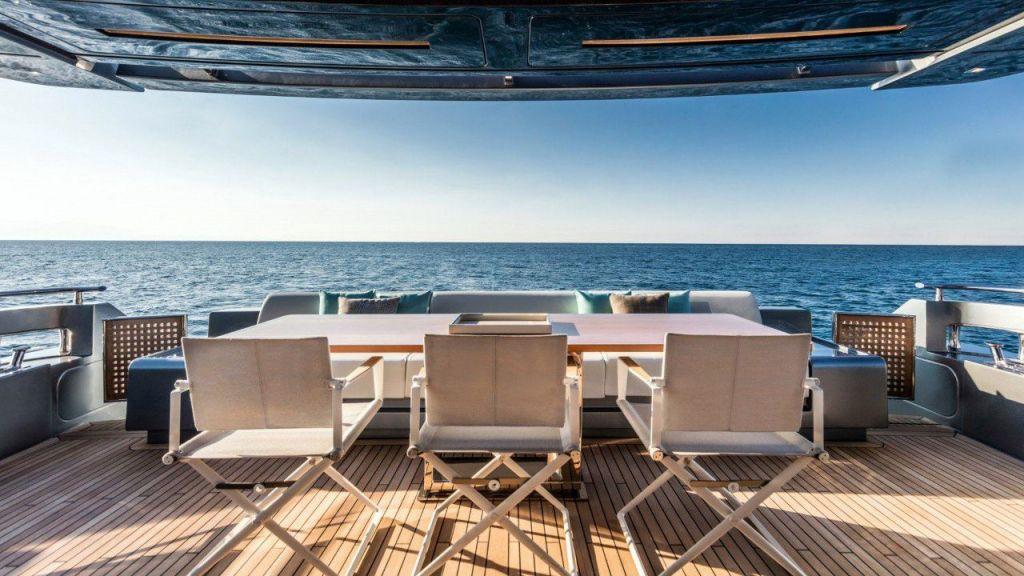 Riva 100 Corsaro motor Yacht (10)