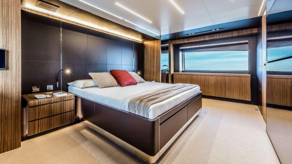 Riva 100 Corsaro motor Yacht (26)