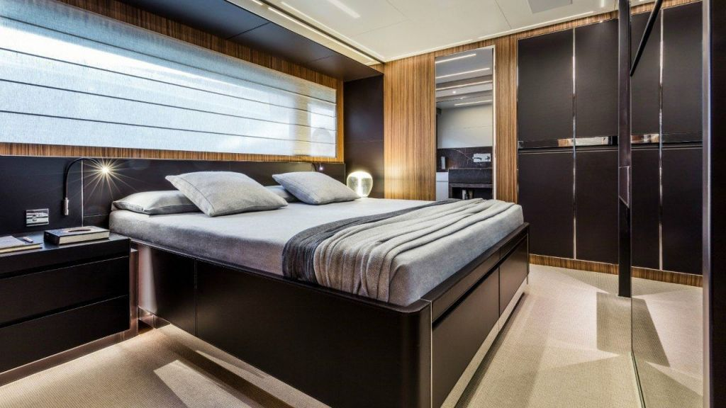 Riva 100 Corsaro motor Yacht (30)