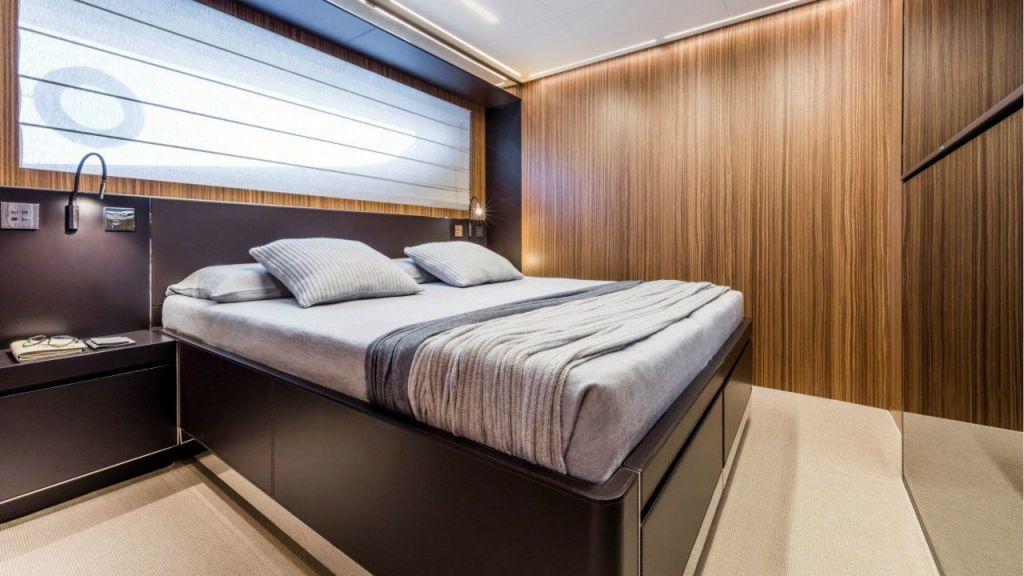 Riva 100 Corsaro motor Yacht (32)