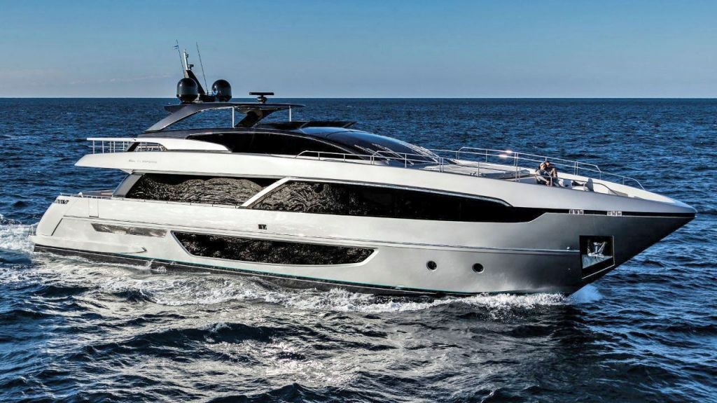 Riva 100 Corsaro motor Yacht (4)