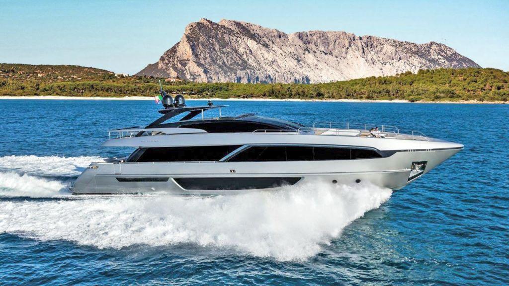 Riva 100 Corsaro motor Yacht (7)