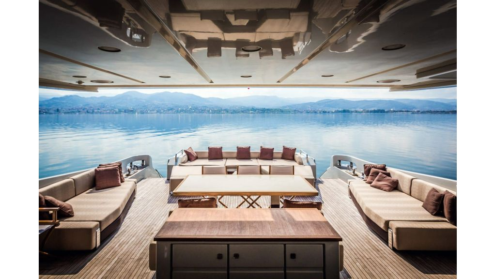 Azimut 103s for Sale master...