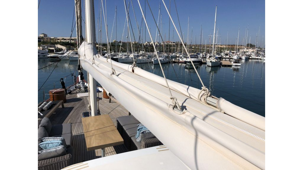 Quality Sailing Yacht (53)