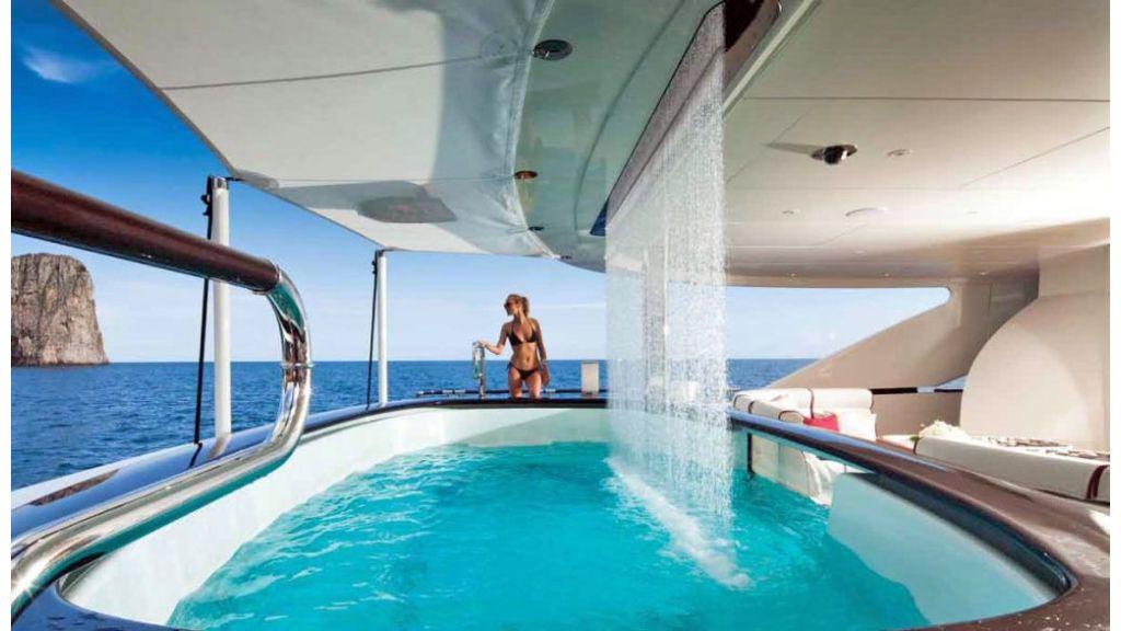 Motor Yacht Quine Essential (10)