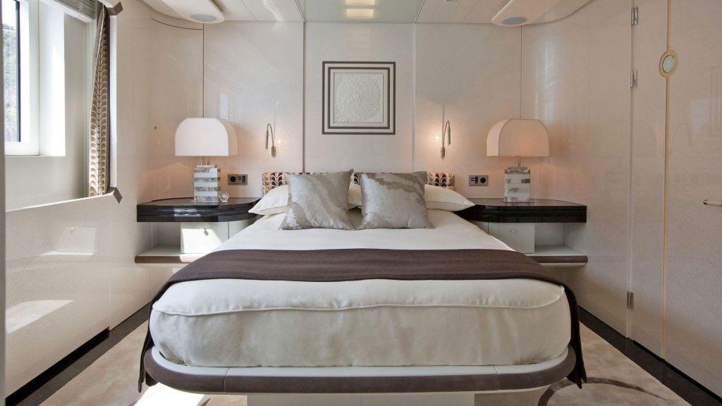 Motor Yacht Quine Essential (16)